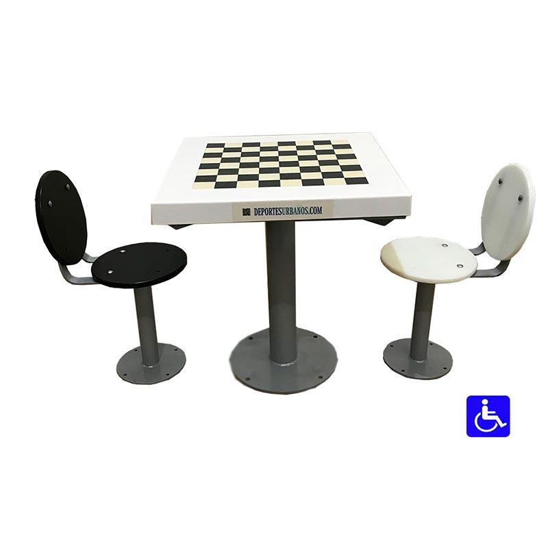 mesa de ajedrez exterior con asientos con respaldo