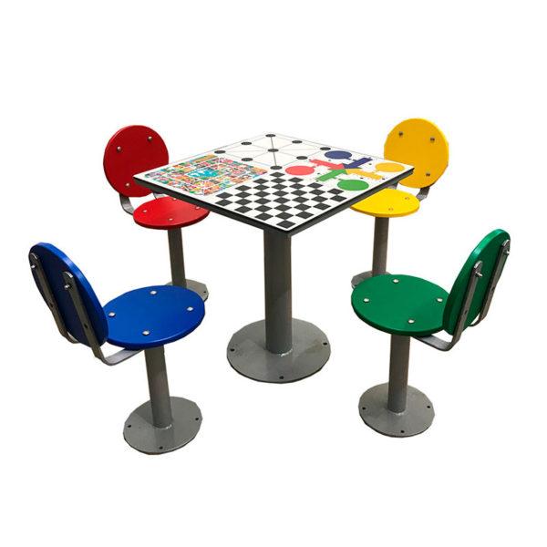 mesa de exterior con juegos para la calle