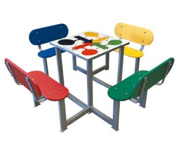 Mesas de parchís antivandálicas para patios de colegios