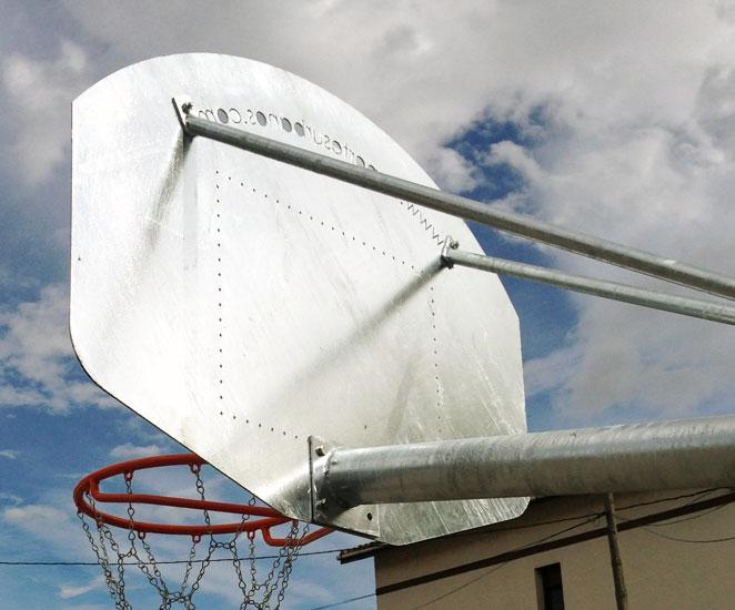 canasta de baloncesto antivandálica para colegios e institutos