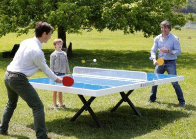 Mesa ping pong antivandálica en parque público