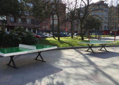 Mesas de ping pong antivandálicas en plaza de ciudad