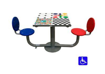 Mesa de juegos exterior adaptada