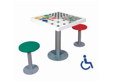Mesa multijuegos inclusiva con 2 asientos para la calle