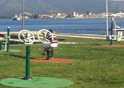 Instalación Detalle Aparato Volantes en parque Biosaludable