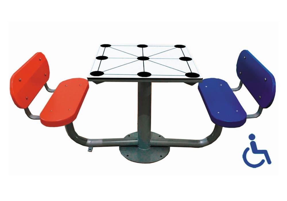 Mesa exterior Tres en Raya adaptada con 2 bancos con respaldo
