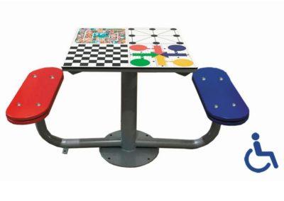 Mesa exterior de juegos accesible con 2 bancos