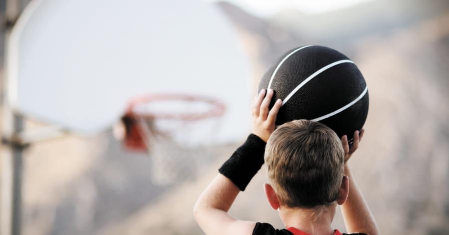 Canasta de baloncesto en exterior
