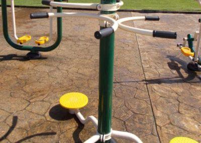 Parque biosaludable con el aparato La Cintura Triple