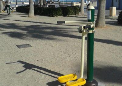 Parque biosaludable con el aparato de gimnasia Surf - Tifón