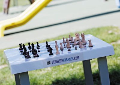 Mesa de ajedrez en parque