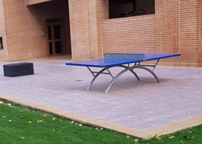 Mesa ping pong Economic Plus en una comunidad de propietarios