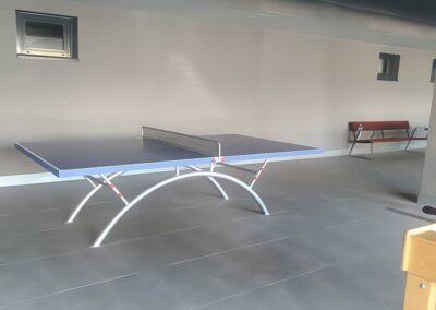 Mesa ping pong Economic Plus en interior