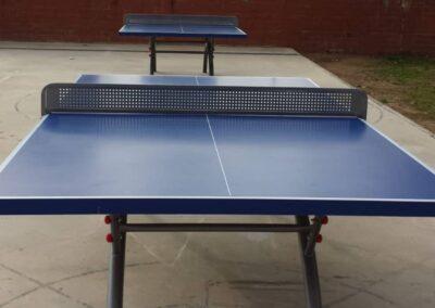 Mesas ping pong Economic Plus en un colegio