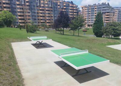 Mesas de ping pong Forte en un parque público