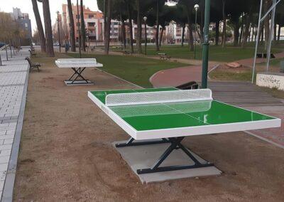 Mesas de ping pong Forte en un parque urbano