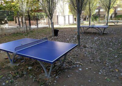 Mesas ping pong Sport en un parque de ciudad