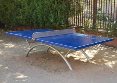 Mesa ping pong Economic Plus en un parque