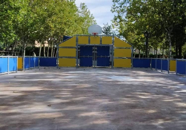 Pista multideportiva en parque público