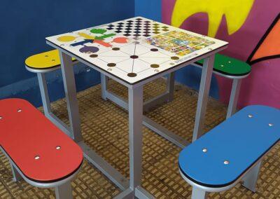 Mesa multijuegos en colegio infantil