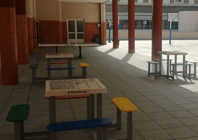 Equipamiento deportes y juegos en un colegio