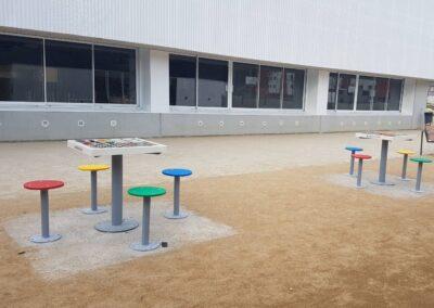 mesas multijuegos en un colegio