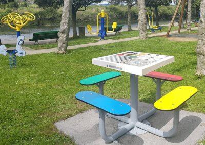 mesas multi juegos en un parque biosaludable