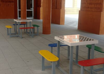 mesas para jugar en una comunidad de propietarios