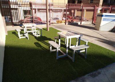 juegos de mesa exterior en un colegio