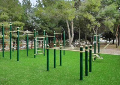 Circuito Calistenia 2003 instalado en un parque público