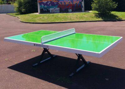 Mesa ping pong Forte en parque urbano