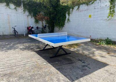 Mesa de ping pong Forte instalada en un IES