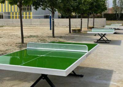 4 mesas ping pong Forte en un patio de instituto