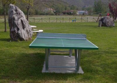 Mesa ping pong Sport Pro instalada en un parque público